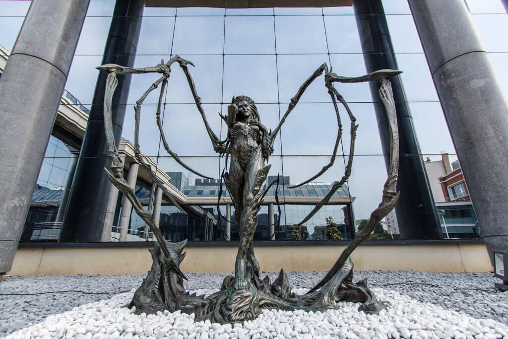 Sarah Kerrigan Statue Arrives at Blizzard